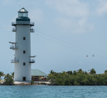 Phare Personnes Tyrolienne, Harvest Caye, Belize.